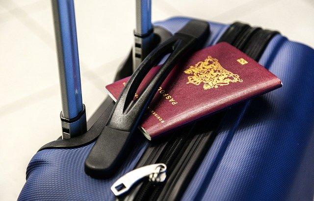 maleta-pasaporte-viajar-extranjero
